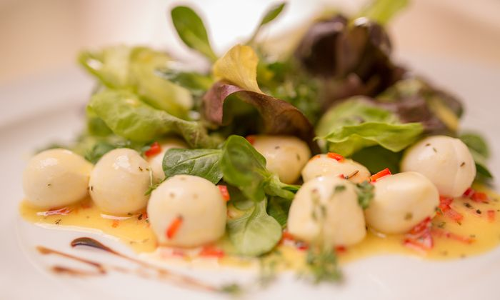 Mini Mozzarella Salat mit Limonendressing - GOLDSTEIG